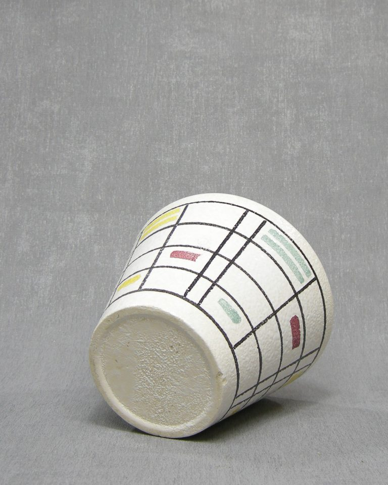 1340 – bloempot ADCO met lijnen en blokken wit – groen – rood – geel