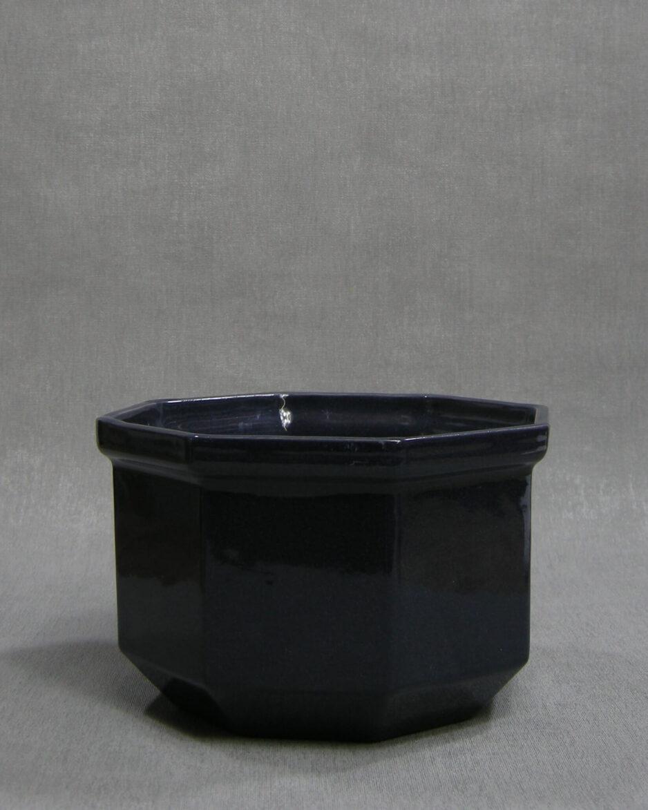 1404 - bloempot gesigneerd SK donker blauw