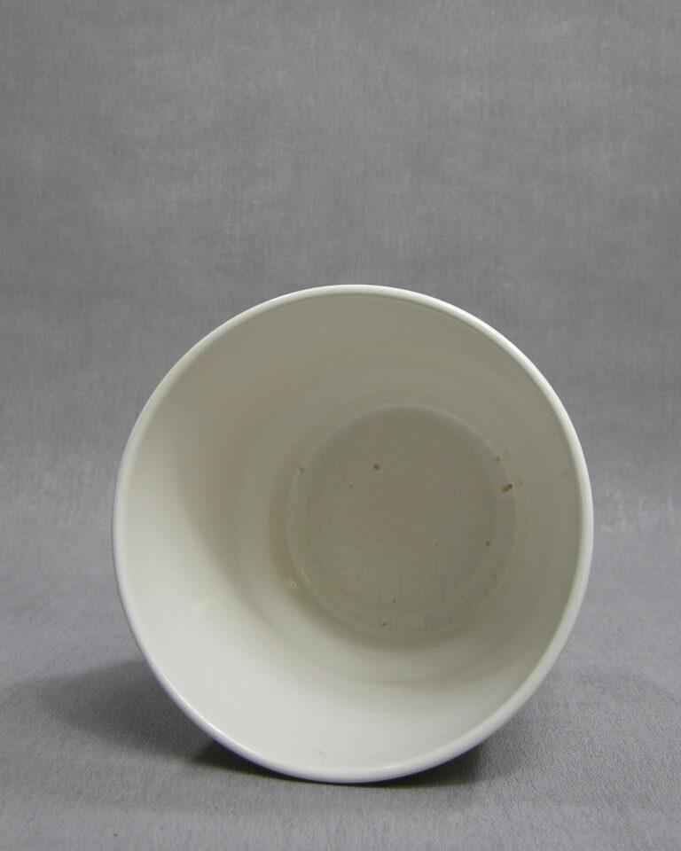 1408 – bloempot met horizontale ribbels wit
