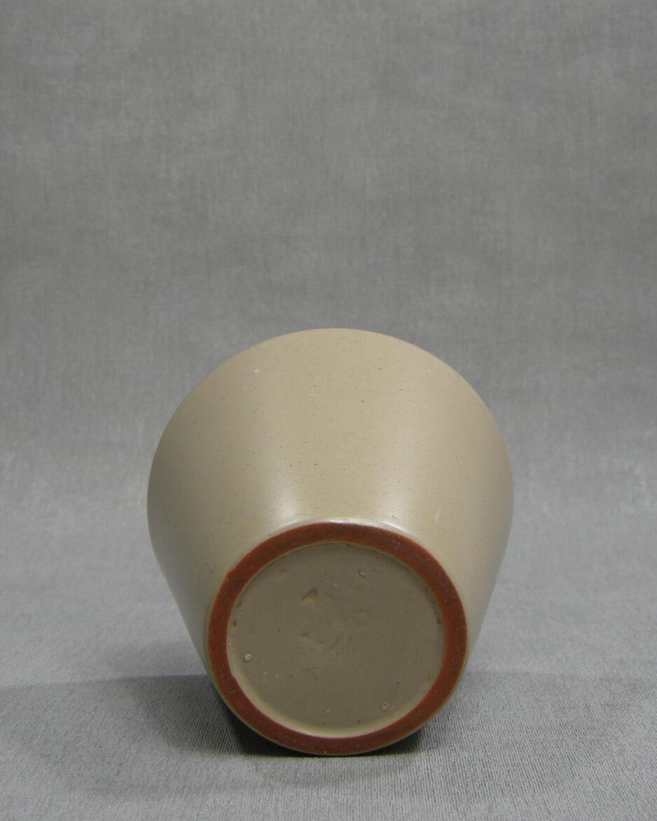 1411 - bloempot ADCO 261 op stokjes gebakken beige