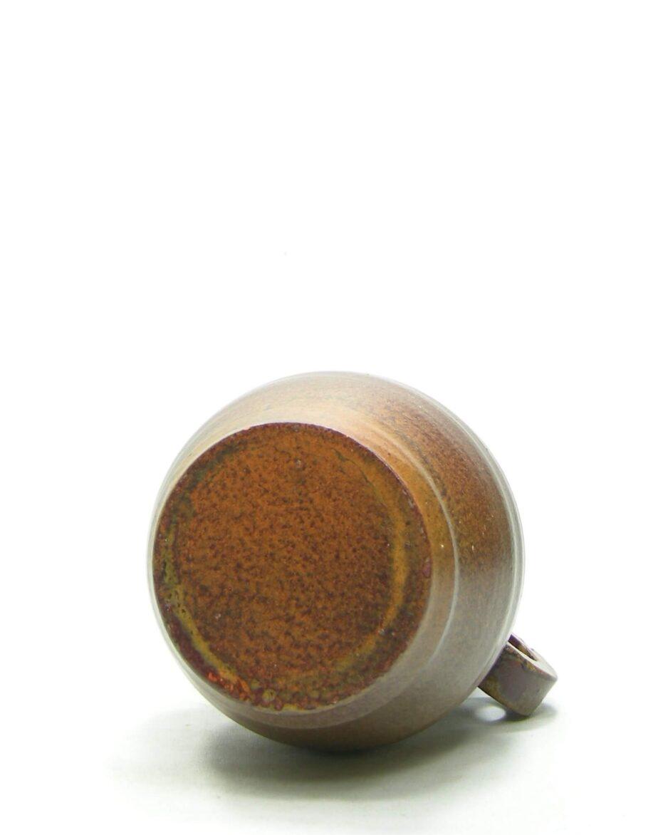 1431 - vaas met de hand gedraaid - op stokjes gebakken bruin