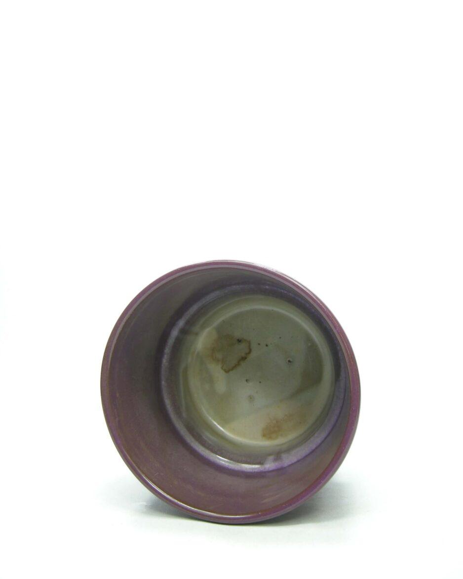 1437 - bloempot ADCO 293 op stokjes gebakken paars