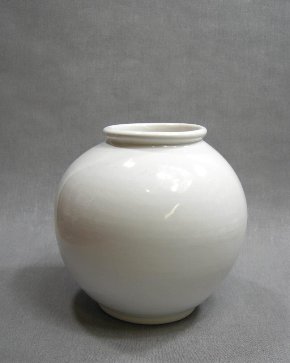 1450 - vaas op stokjes gebakken wit