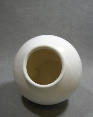 1450 – vaas op stokjes gebakken wit