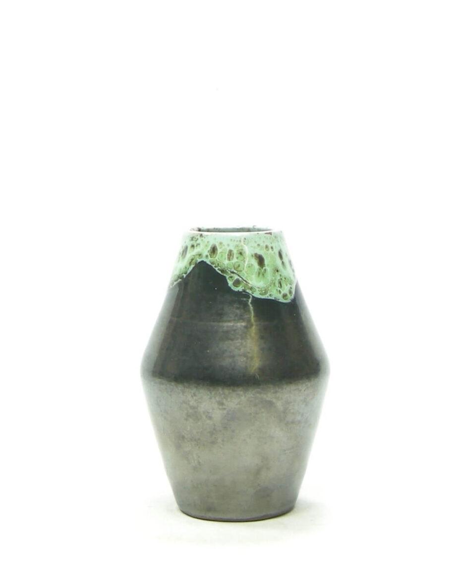1471 - vaasje met druip glazuur mat zwart groen