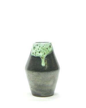 1471 – vaasje met druip glazuur mat zwart groen