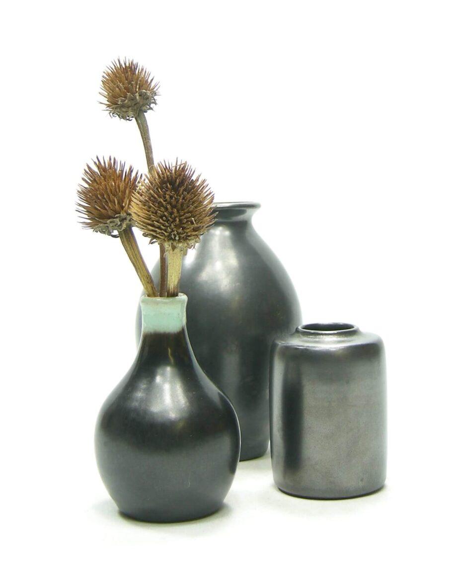 1472-1473-1474 - vaasjes mat zwart-groen, vaasje 261 en vaasje mat zwart