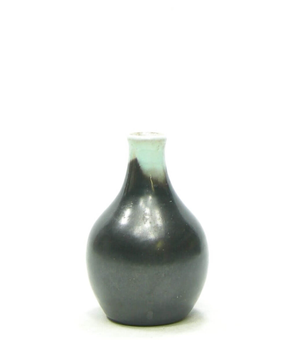1472 - vaasje mat zwart - groen