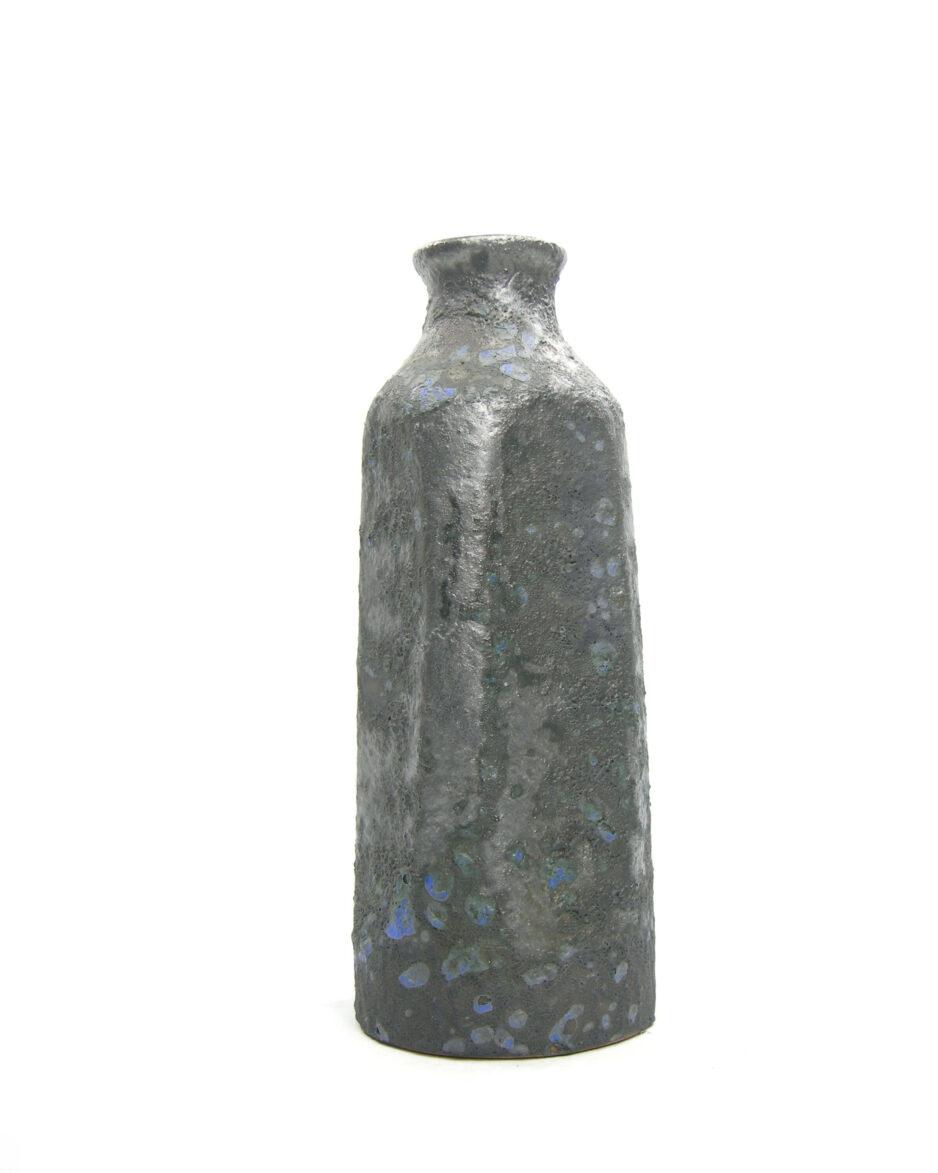 1483 - vaas met kraterglazuur zwart - blauw