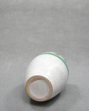 1503 – vaas met stippen en lijnen wit – groen – rood