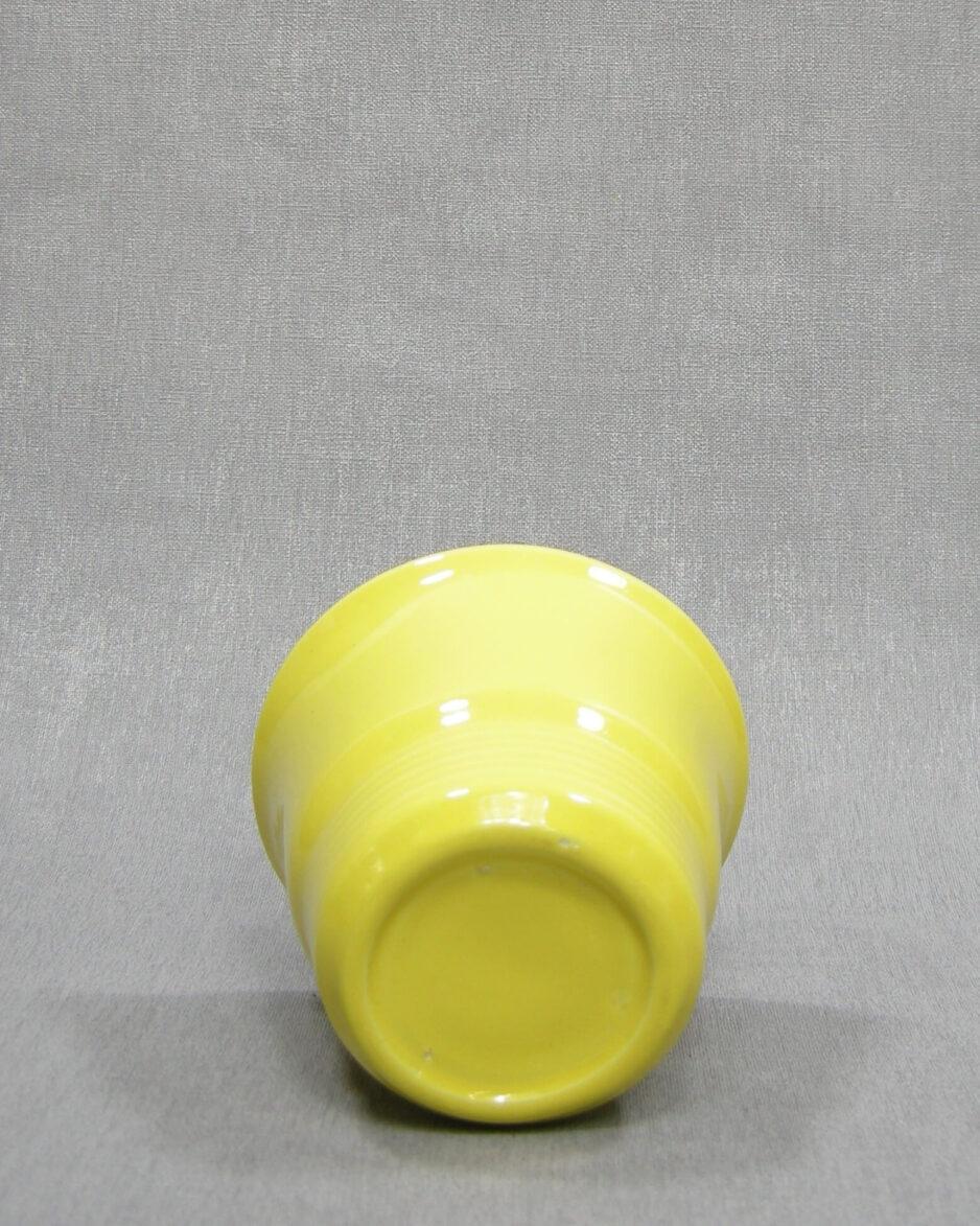 1504 - bloempotje op stokjes gebakken geel