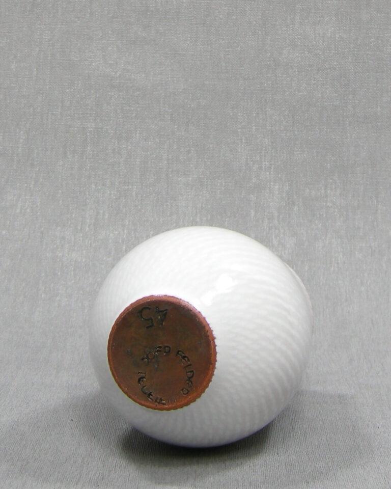 1507 – vaasje Joep Felder Tegelen 45 wit