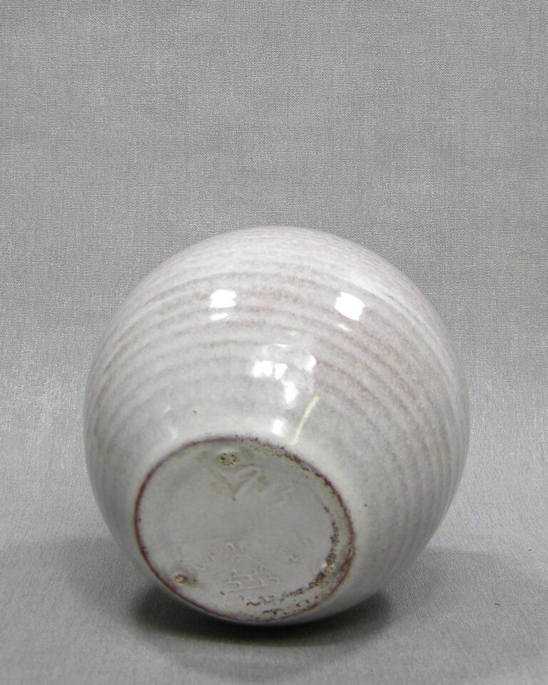 1515 – vaas Westraven Utrecht 913 op stokjes gebakken wit