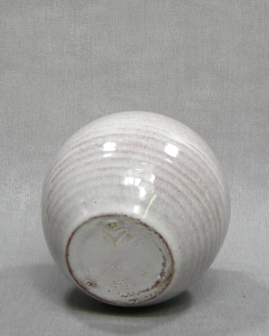 1515 - vaas Westraven Utrecht 913 op stokjes gebakken wit