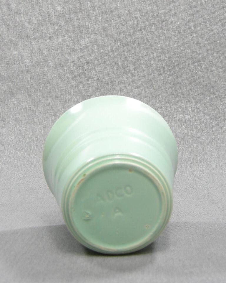1498 –  bloempot ADCO A op stokjes gebakken groen
