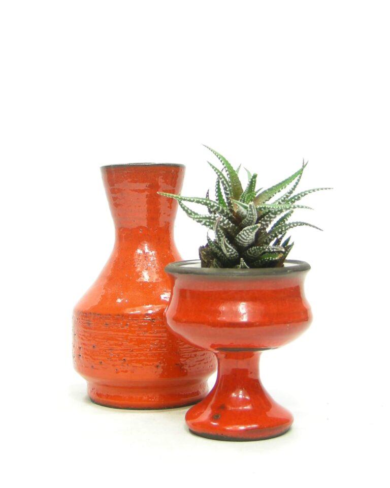 372 – 1542 – vintage vaas oranje en bloempotje op voet oranje
