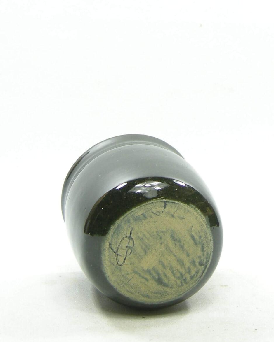 1577 - vintage bloempotje gesigneerd groen