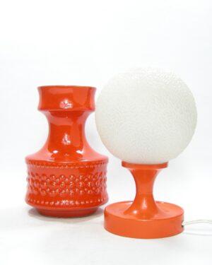 1616 - 1617 - vintage vaas 400 en tafellamp kunststof oranje