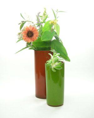 1673 -1674 - vintage vaas cilinder oranje en vaas cilinder groen