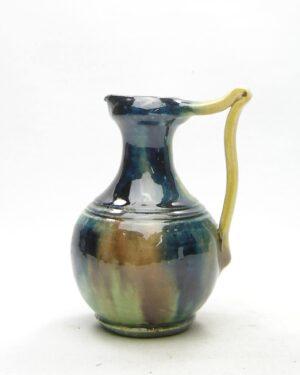 1682 – vintage vaasje op stokjes gebakken bruin-groen-geel-blauw